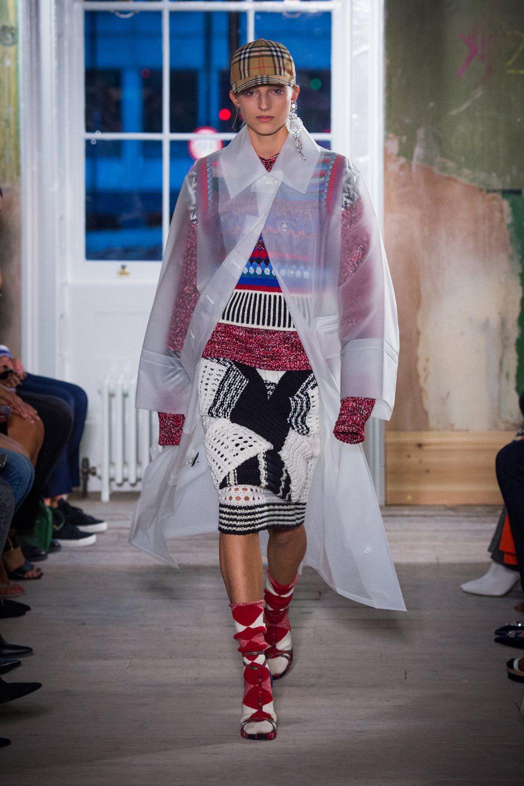 防水PU布料與羊毛的混搭是BURBERRY九月系列的主視覺之一。圖/BURBER...