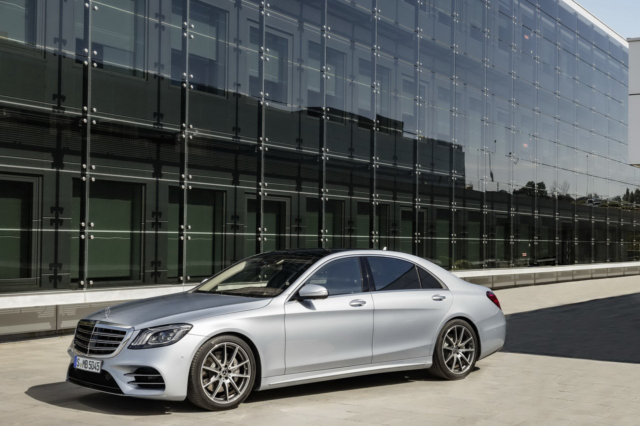 全新S-Class立基於W222、V222世代優異基礎,並針對科技創新、效率升級...