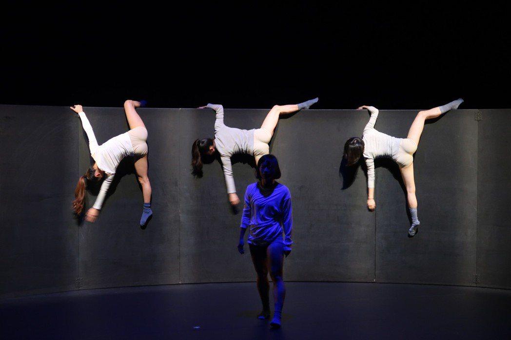種子舞團以「低著的世界」拿下舞躍大地舞蹈創作比賽金牌獎。記者翁禎霞/攝影