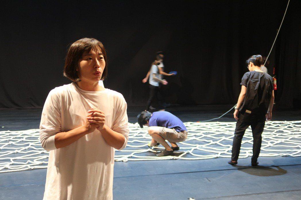 種子舞團藝術總監黃文人說,舞團10年路雖然辛苦,但很值得。記者翁禎霞/攝影