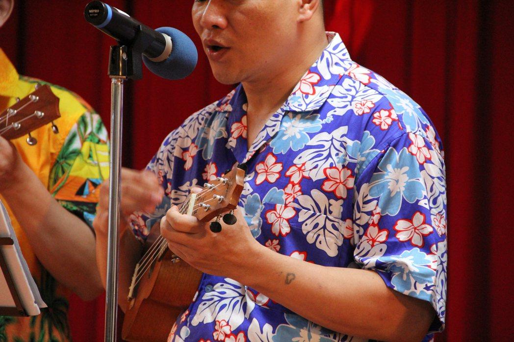 台北看守所收容人阿正(化名)彈唱「魚仔」,歌詞彷彿在描述他的上半場人生。記者陳俊...