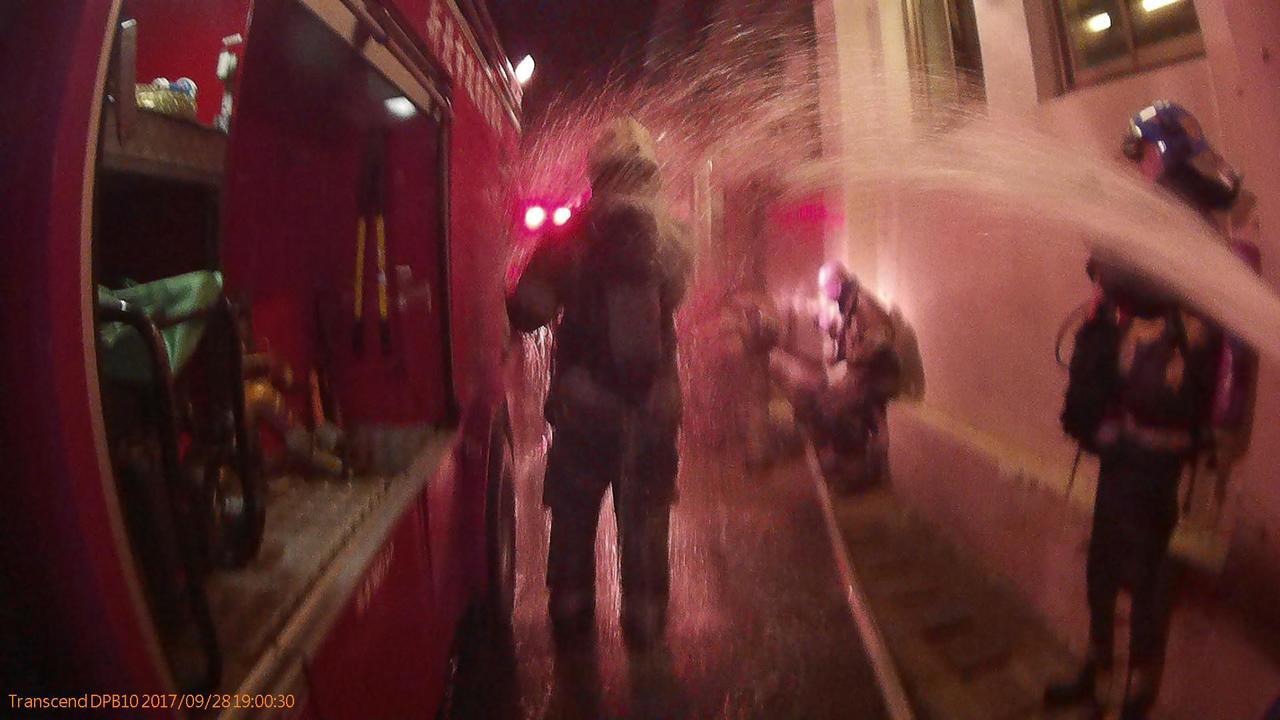 新北市消防局今晚接獲土城燿華電子工廠員工報案,工廠4樓發生火警,疑工廠6樓的硫酸...