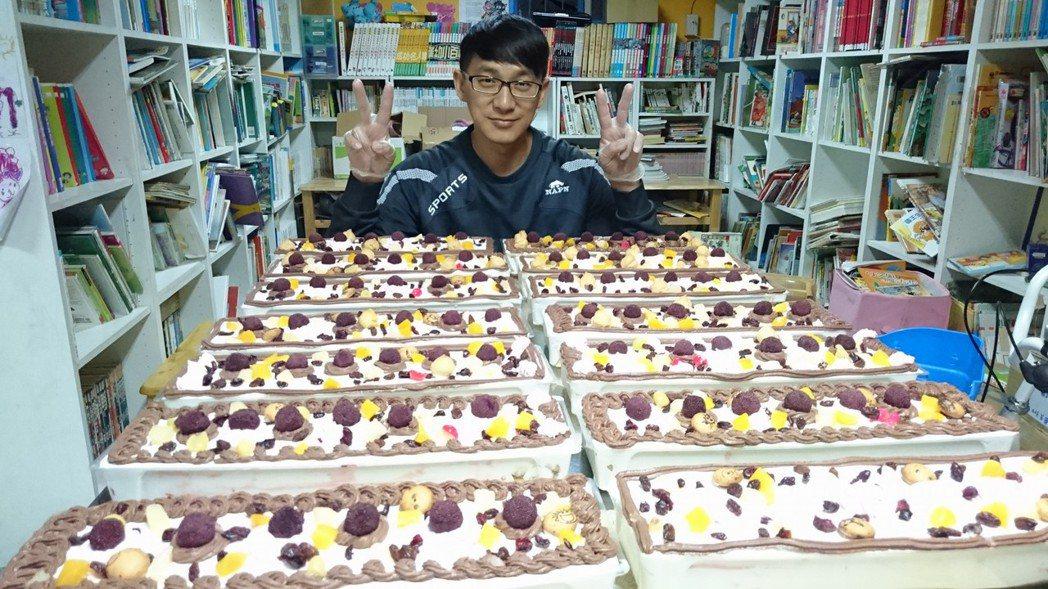 今年兒童節,王李成雲親自烘焙點心分享給書屋孩子們。 圖/王李成雲提供