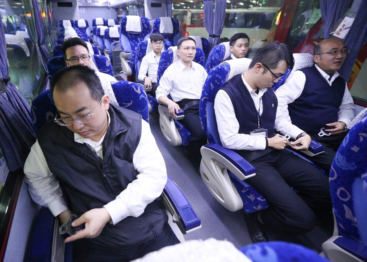 高公局呼籲民眾搭車要繫安全帶。本報資料照/記者黃威彬攝影
