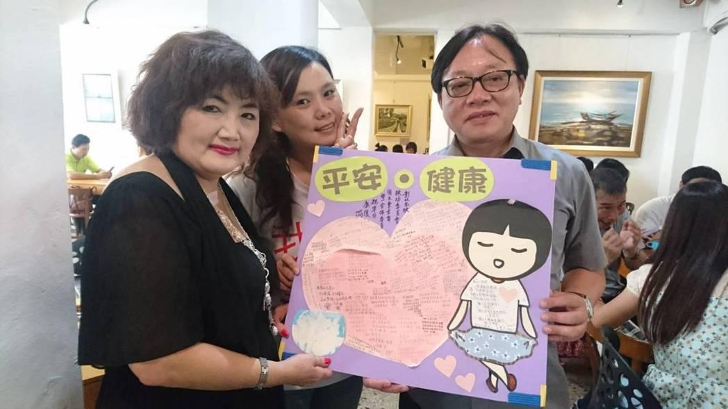 彰化家扶中心扶幼委員會副主委紀淑玲(左)認為是家扶人的集氣把她拉回人間,保留家扶...