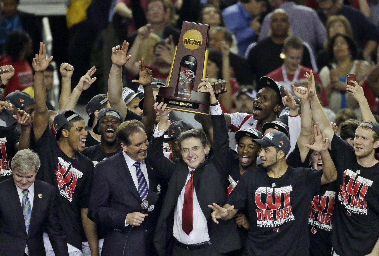 NCAA爆發收賄醜聞,知名的路易維爾大學冠軍教練皮提諾也涉入其中。 美聯社