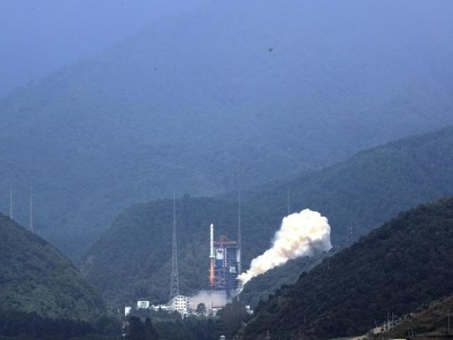 中國大陸今天以長征二號丙運載火箭,成功發射遙感三十號01組衛星,進入預定軌道。圖...