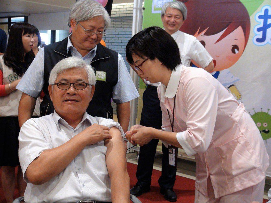11月下旬將進入流感流行季節,雲林縣政府昨天宣布流感疫苗10月1日開打,縣長李進...