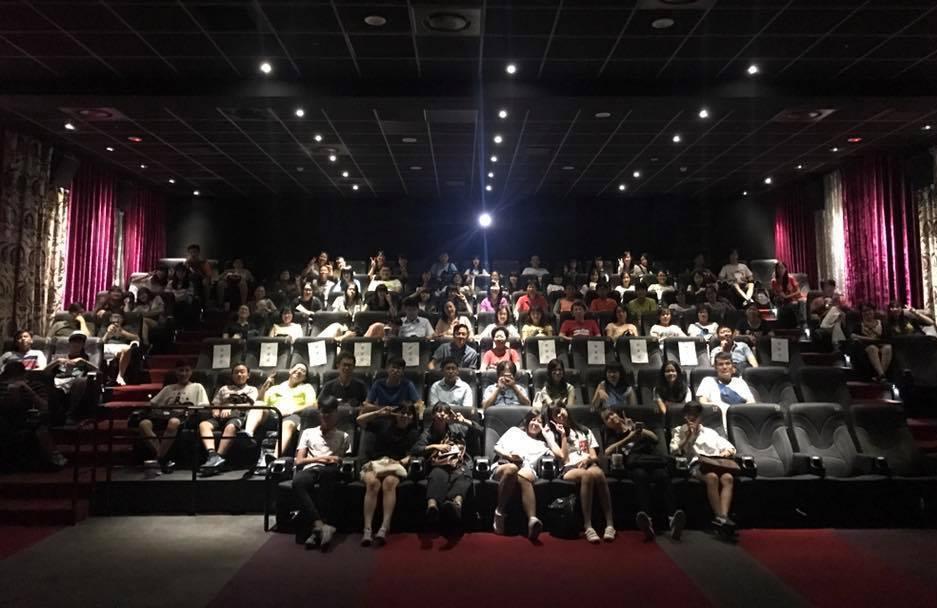 超過百位百名關心教育的民眾和丹鳳高中師生一起進電影院觀賞「老師你會不會回來」。圖...