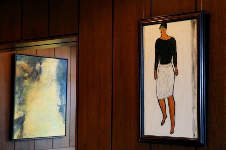 富邦藝術基金會執行長翁美惠收藏的常玉(右)及趙無極(左)畫作。圖/記者王騰毅攝影