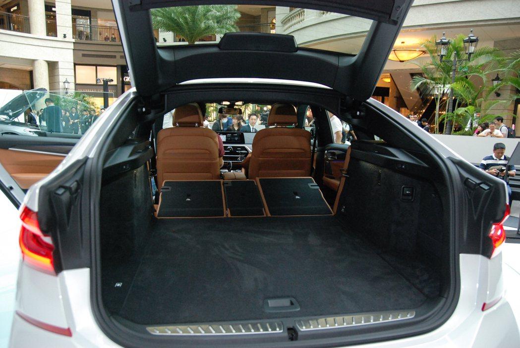 6GT 的座椅傾倒後可一舉提升至 1,800 公升,置物空間吞吐量可說是相當足夠...