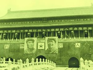 早年天安門前的毛澤東畫像。 圖/摘自人民網