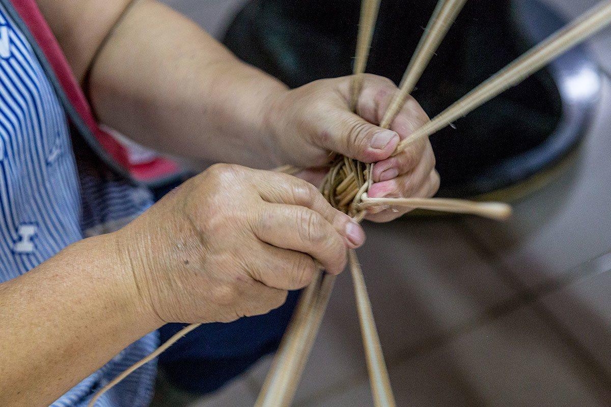 自然有序的編織手法,其奧妙令人目不暇給。