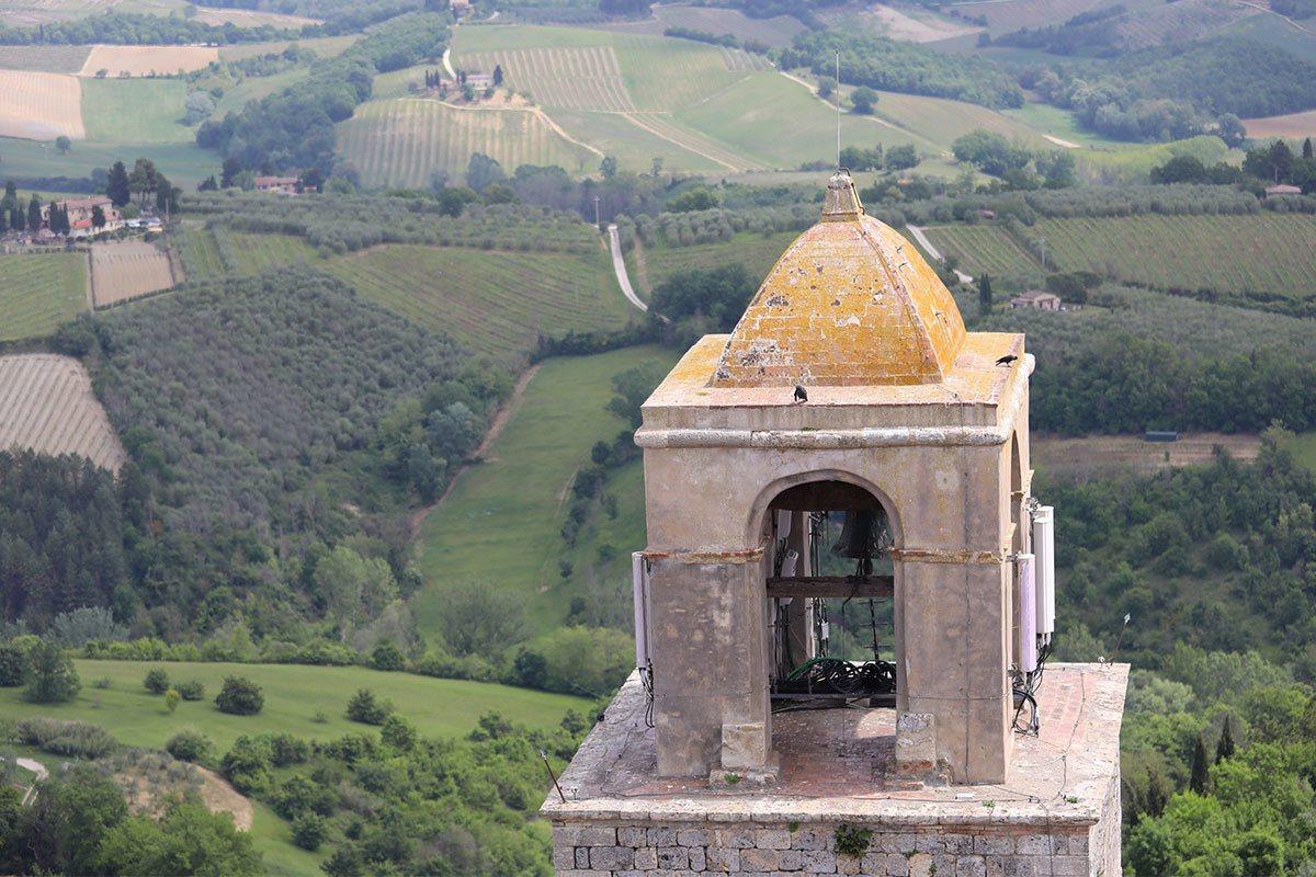 聖吉米納諾至今仍保留14座不同高度的塔樓,當初建造塔樓一是彰顯自己的財勢,二是居...