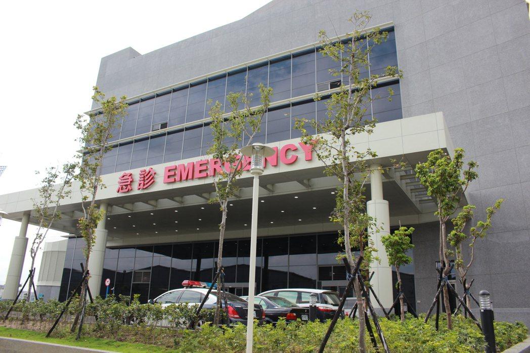 輔大醫院落成開幕,院內醫師有120多位,提供30多科近300項門診,目前提供90...