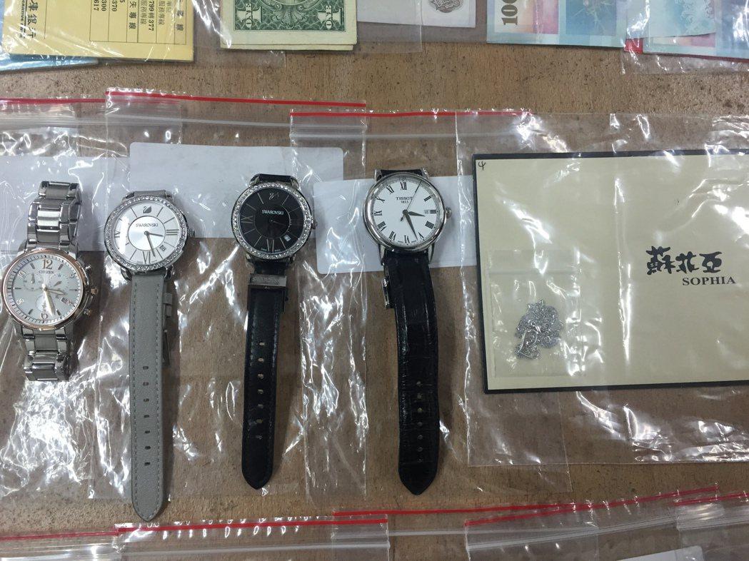 林女詐騙呂女後,都將錢用來購買名錶、項鍊、耳環等奢侈品。記者劉星君/翻攝