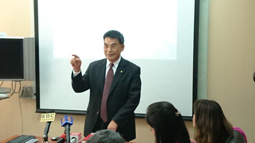 戴德梁行董事總經理顏炳立今日表示,今年房市不會落底,就是「殺價、取量、搶錢、逃命...