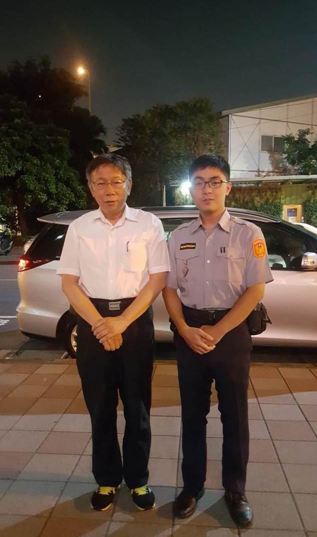 台北市長柯文哲昨夜慰問羅斯福路派出所。記者蕭雅娟/翻攝