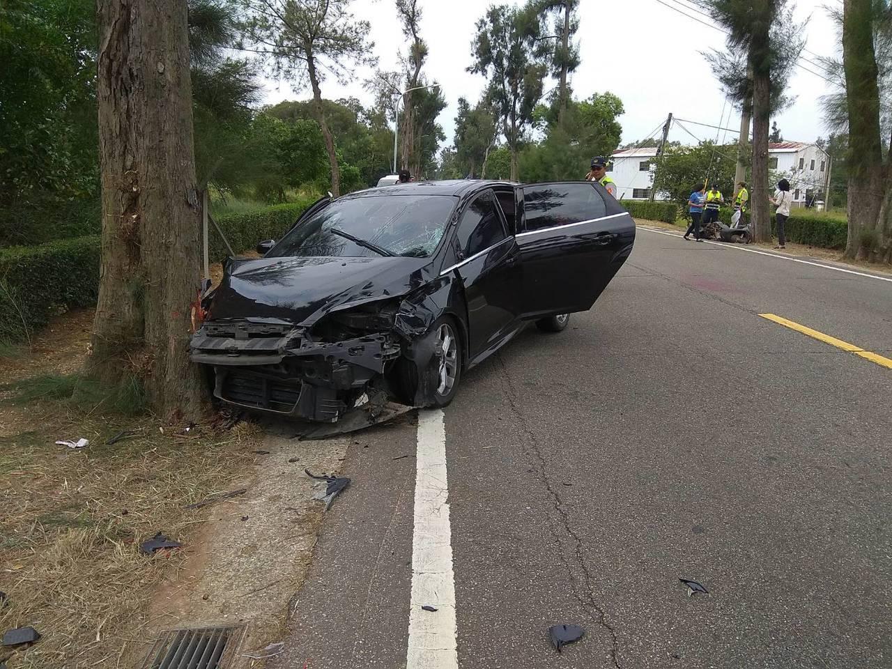 環島北路與后盤山路口處今發生一起死亡車禍,自小客車在追撞機車後,又衝撞路旁的行道...