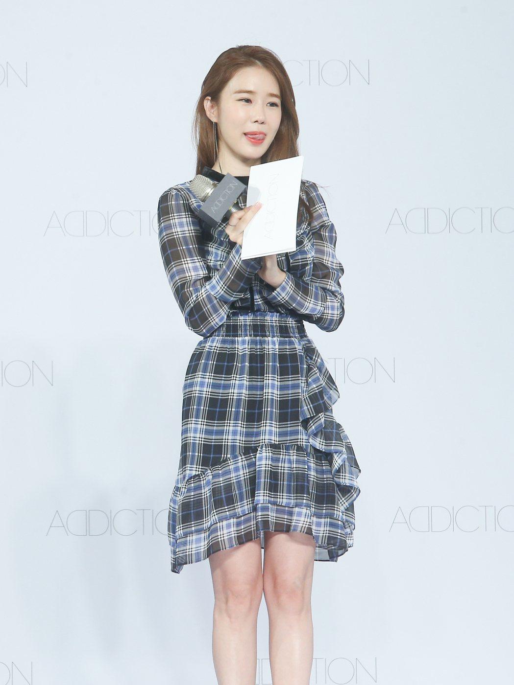 韓星劉仁娜為自己代言的美妝品牌站台。記者余承翰/攝影