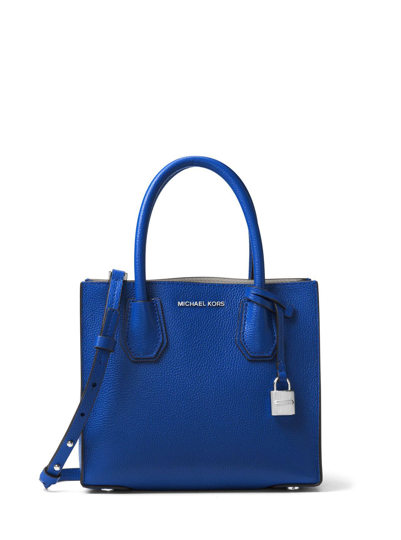 Mercer閃靛藍小方包,售價12,400元。圖/MICHAEL KORS提供