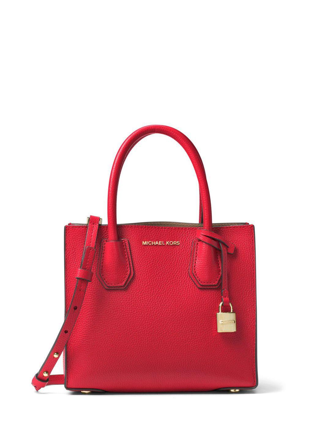 Mercer鮮紅色小方包,售價12,400元。圖/MICHAEL KORS提供