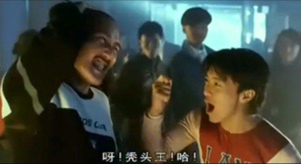 香港資深演員冼偉光曾在「整人專家」中與周星馳有對手戲。圖/擷自YouTube