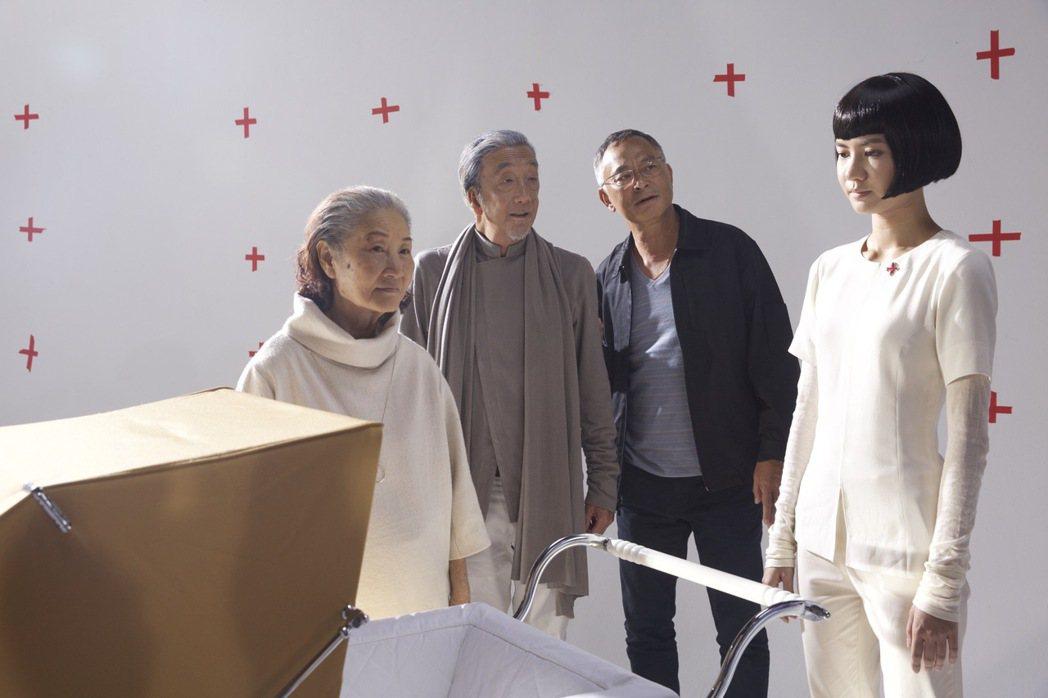香港金獎導演杜琪峰為第54屆金馬獎拍攝科幻版廣告。圖/金馬執委會提供