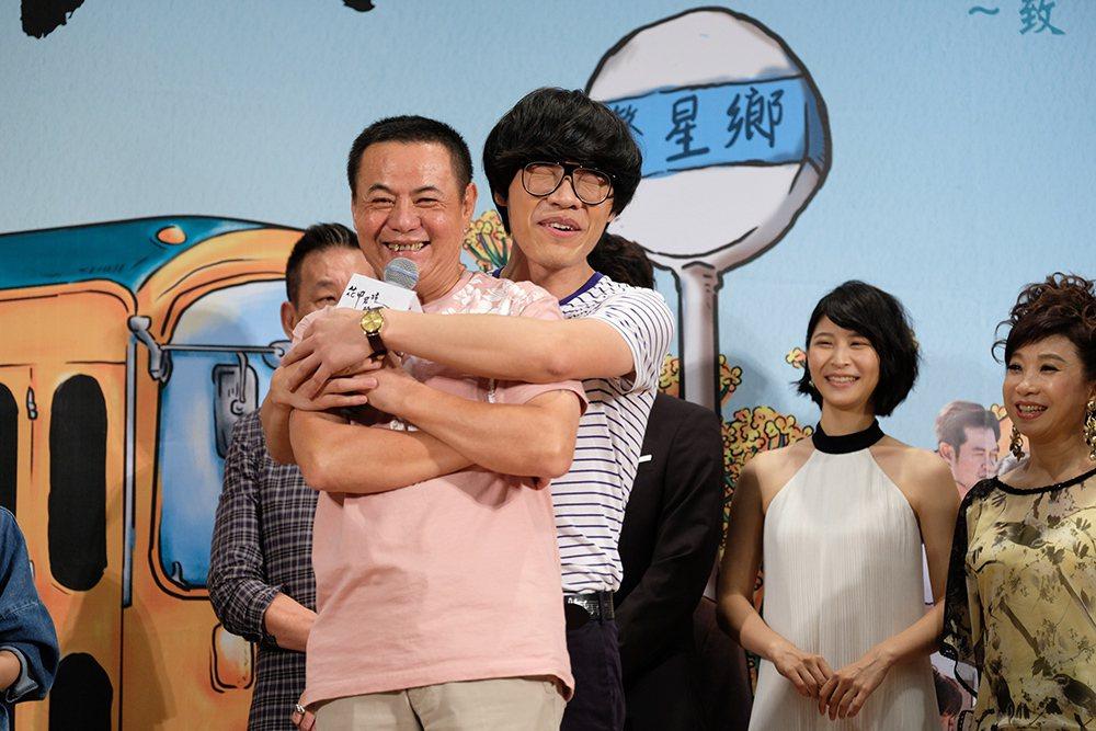 盧廣仲和蔡振南將搭檔頒獎重現經典父子組合。圖/三立提供