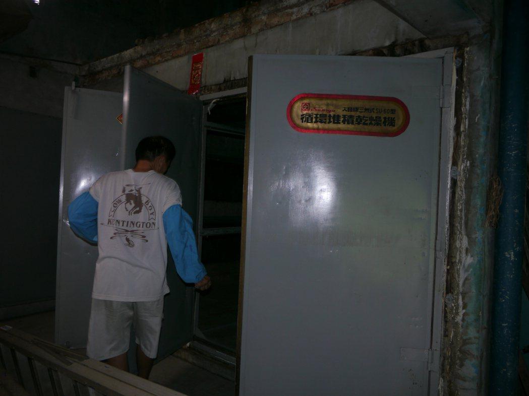 菸農說,電腦烤菸室設備完善,若不種菸葉,這些設備都會廢棄不用。記者徐白櫻/攝影