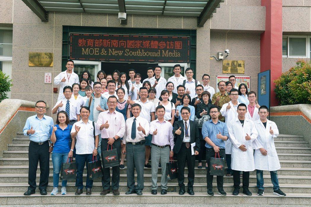美和科技大學深耕越南境外專班多年,教育部特別帶越南等4國媒體前往參訪。圖/美和科...
