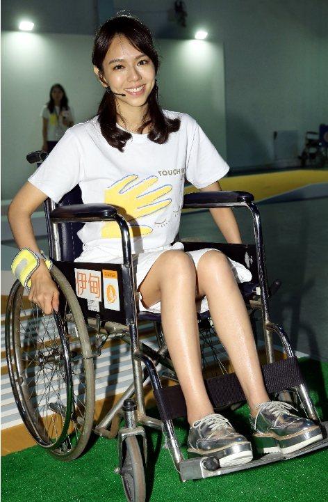 夏于喬出席伊甸公益活動,體驗輪椅雲霄飛車。記者林俊良/攝影