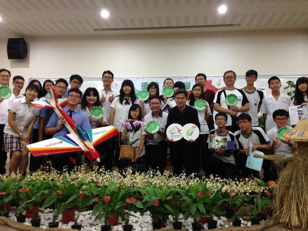 台中市跨校選修課程「優遊台中學」去年推出後迴響熱烈,今年有18所學校參與,開課數...