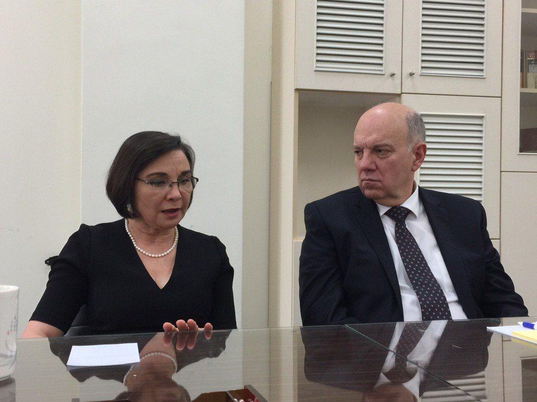 國際失智症協會主席凱特(左)與失智症和平共處10年。記者陳雨鑫/攝影