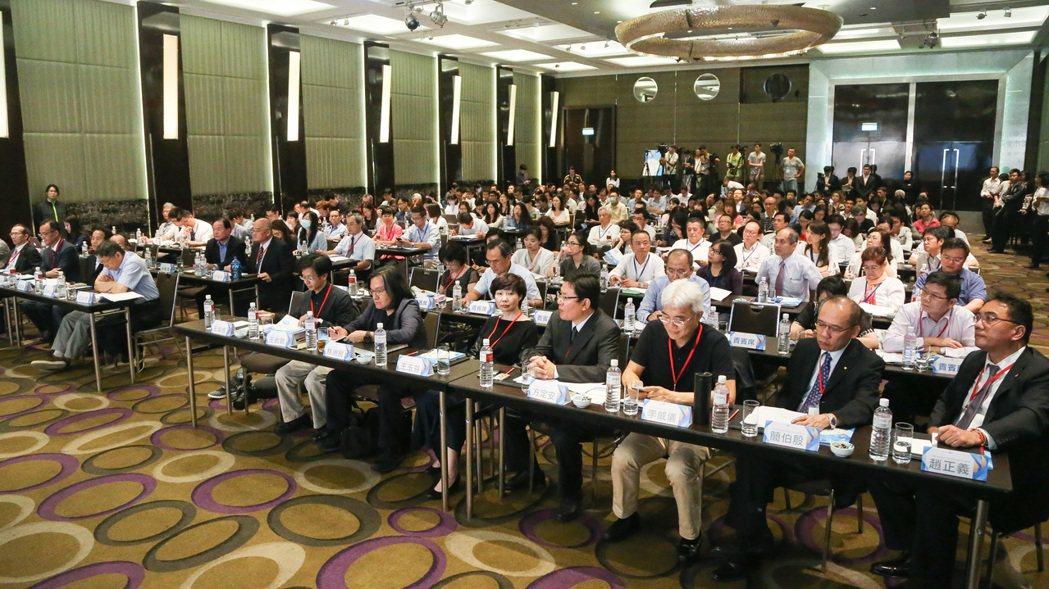 台北市政府舉辦都市更新論壇,向各界說明市府改革都更效能之階段性成果。記者黃威彬/...