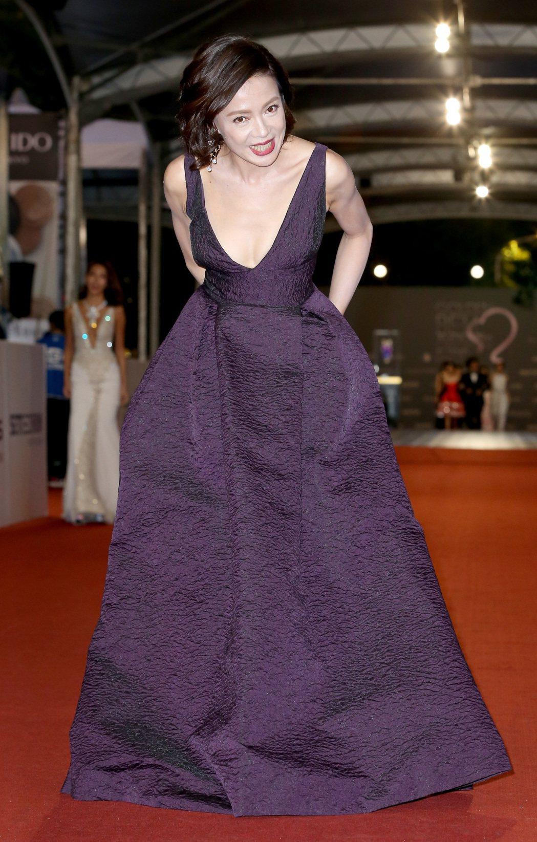 第52屆電視金鐘獎入圍戲劇節目女主角獎的柯淑勤走星光大道。記者陳立凱/攝影