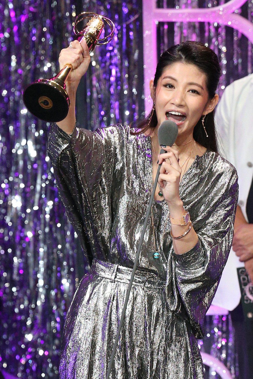 金鐘獎迷你劇集/電視電影女配角獎由李千娜獲得。記者林伯東/攝影