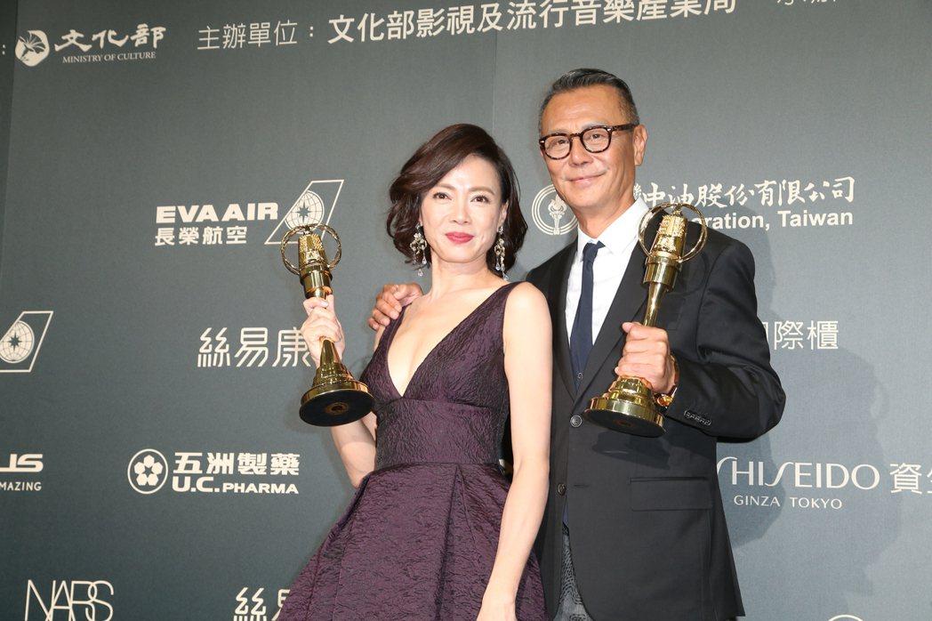 劉德凱(左)與柯淑勤(右)獲得第52屆金鐘獎戲劇節目男女主角。記者陳立凱/攝影