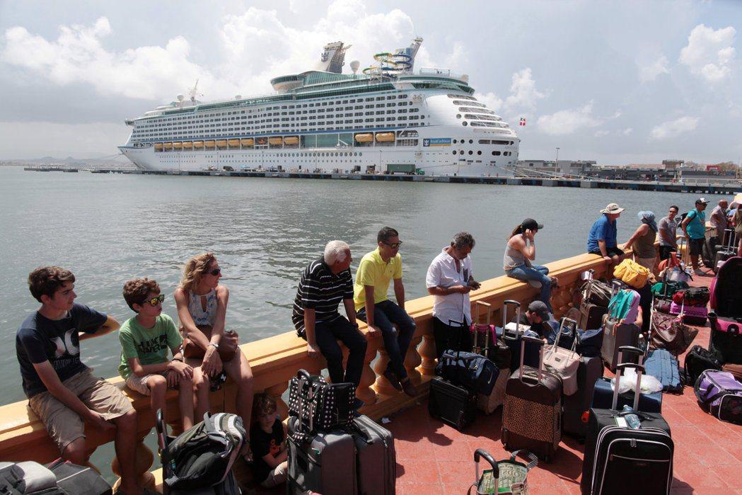波多黎各在遭遇瑪莉亞颶風的重創後,面臨漫長的災後重建問題,許多人選擇撤離到美國本...