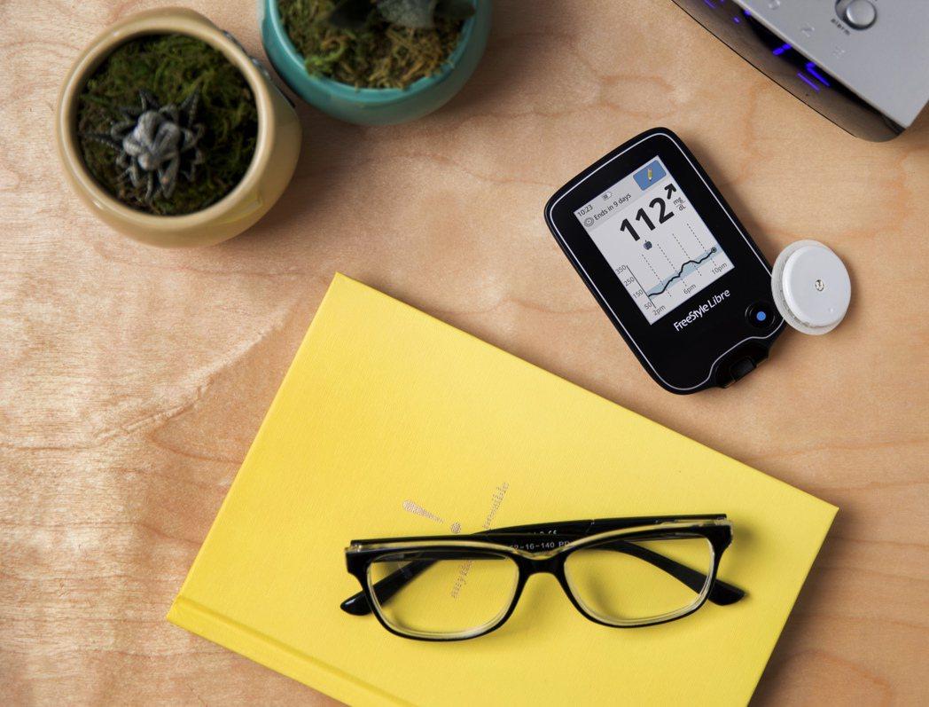 新式血糖監測儀可連續監測體內的血糖水平,監測結果無需抽血驗證,成為糖尿病患者的福...
