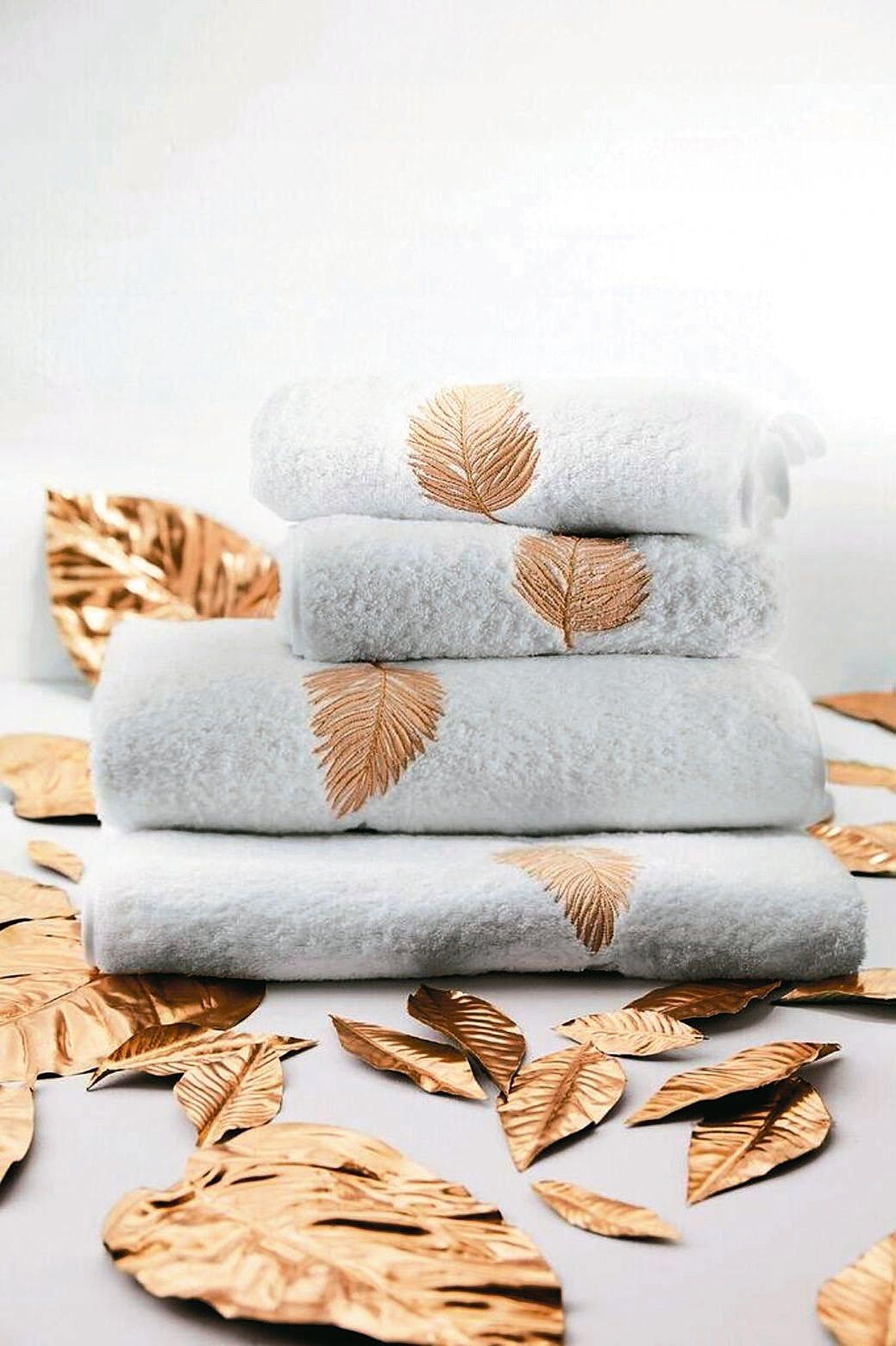 客製化家飾服務,可將家徽或自己喜歡的圖案透過刺繡呈現在寢具、浴巾、桌巾上。 FR...