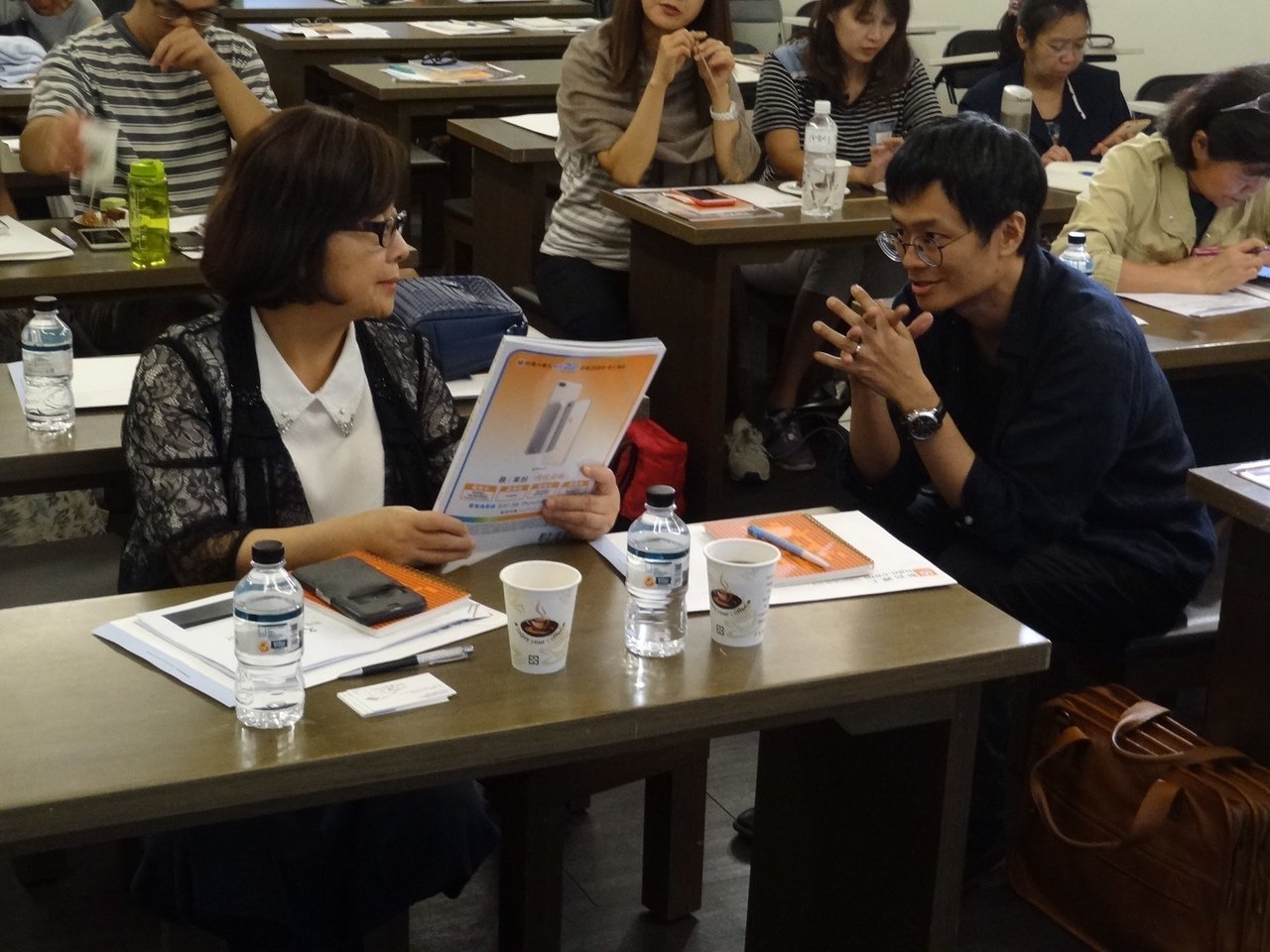 圖為文訊雜誌社社長封德屏(左),聯合文學雜誌總編輯王聰威。圖片提供/聯合線上公司