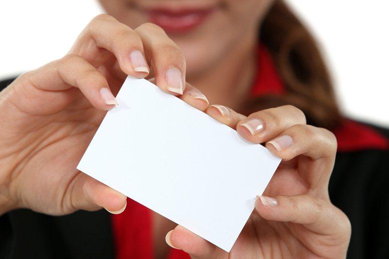 一名公車司機遞名片給女乘客,引起不快。(示意圖) 圖/ingimage授權