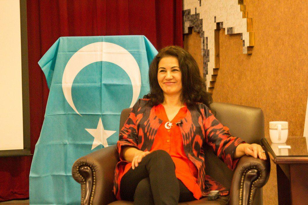 在國際政治角力下,維吾爾人的困境,幽微地映照在羅珊的身分與工作當中。 圖/尹雯慧...