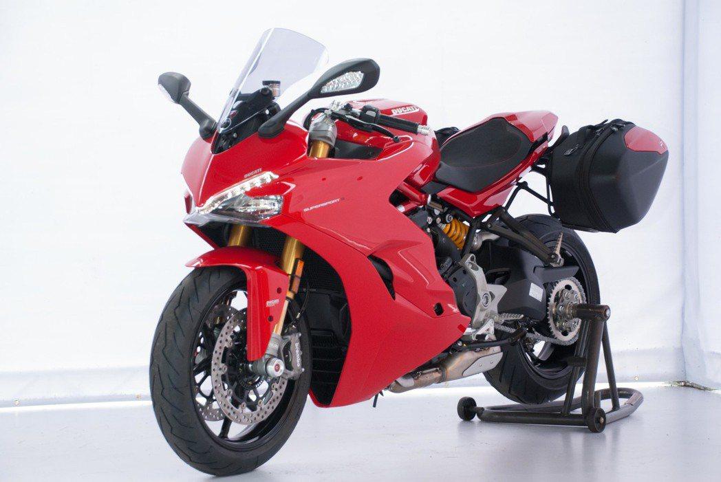 Ducati SuperSport S裝上後廂,休旅感提昇。記者林昱丞/攝影