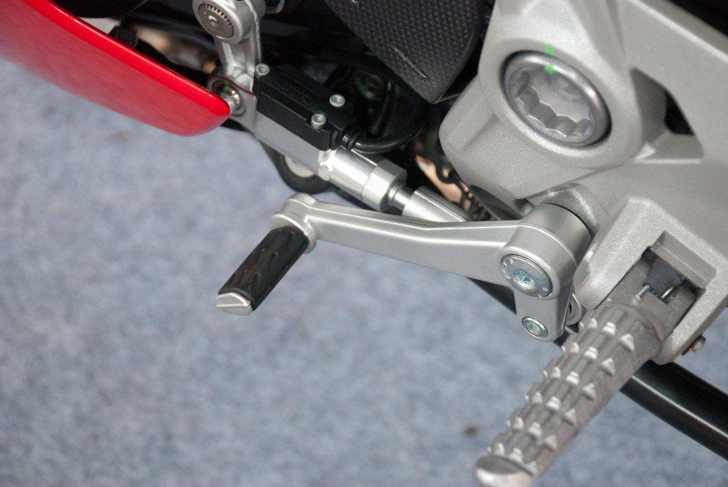 Ducati SuperSport S快排系統。記者林昱丞/攝影