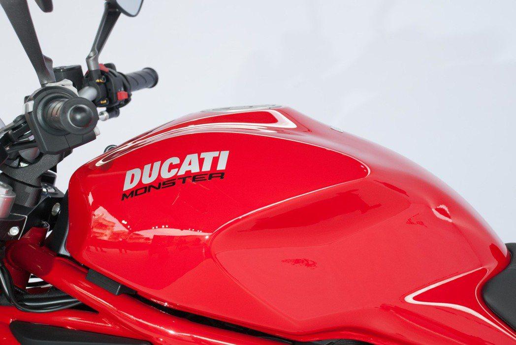 Ducati Monster 797充滿肌肉感的油箱線條。記者林昱丞/攝影