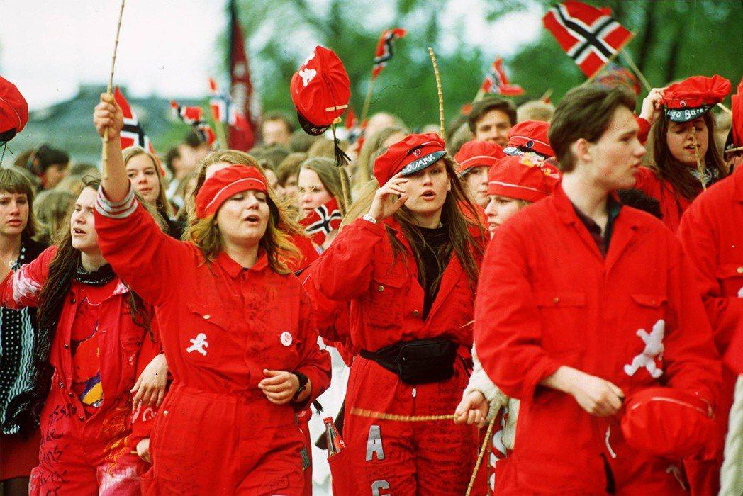新挪威文的語言政策,在挪威獨立之初,是出於對國族主義的需求,但在個人層面,始終打...