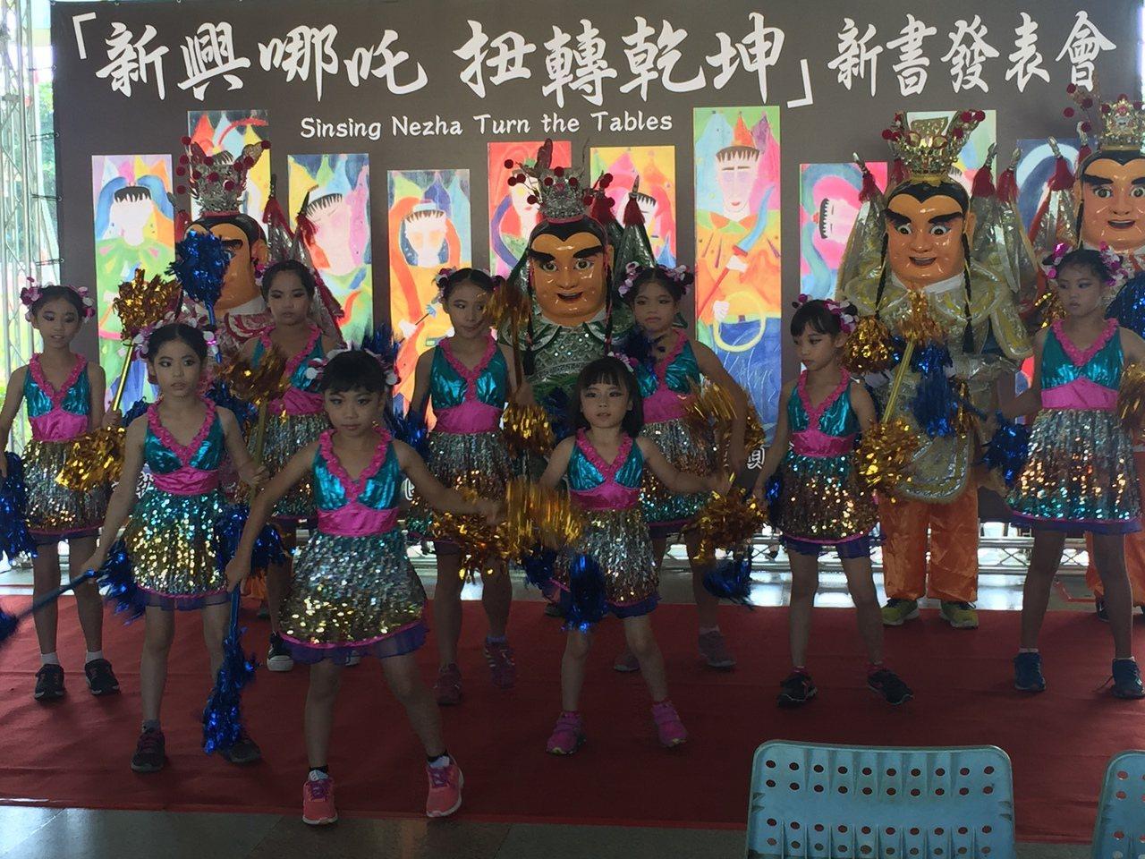 新興國小全校都會電音三太子舞蹈。記者吳政修/攝影