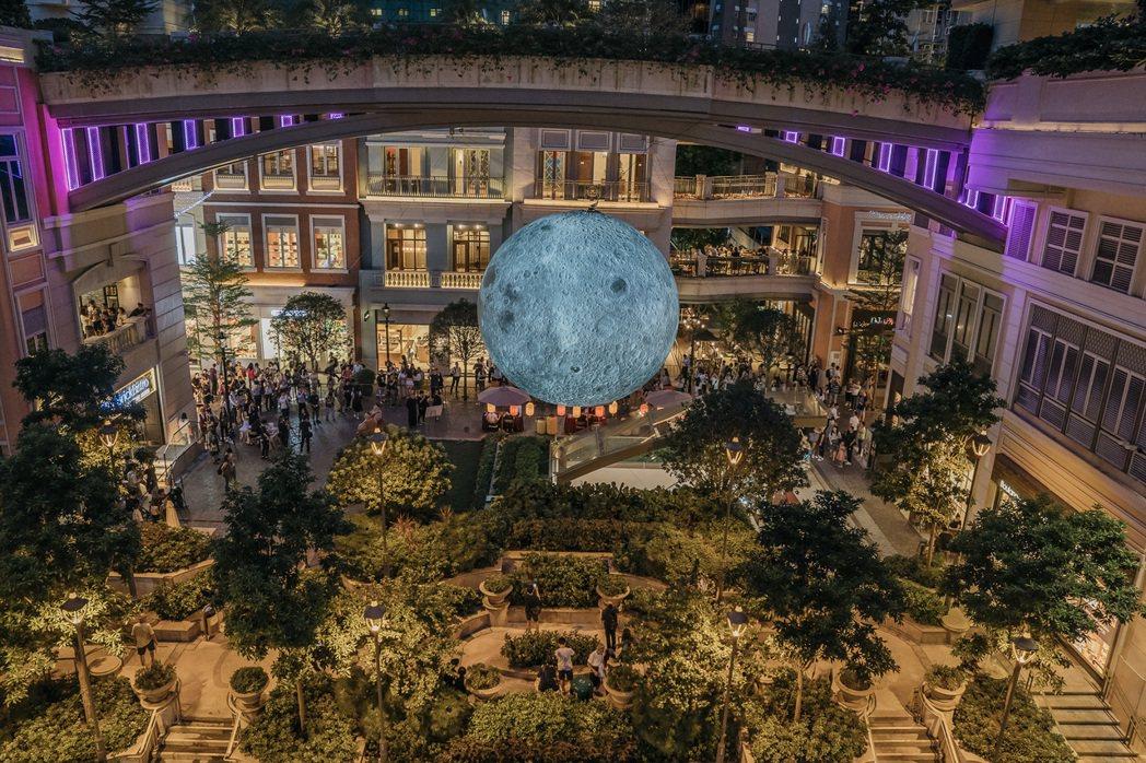 香港最新景點─利東街巨型月亮。圖/港旅局提供